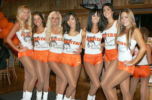 hooters10