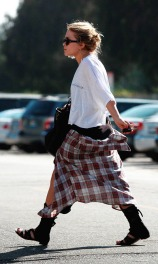 mary-kate-olsen-at-neil-george-in-beverly4